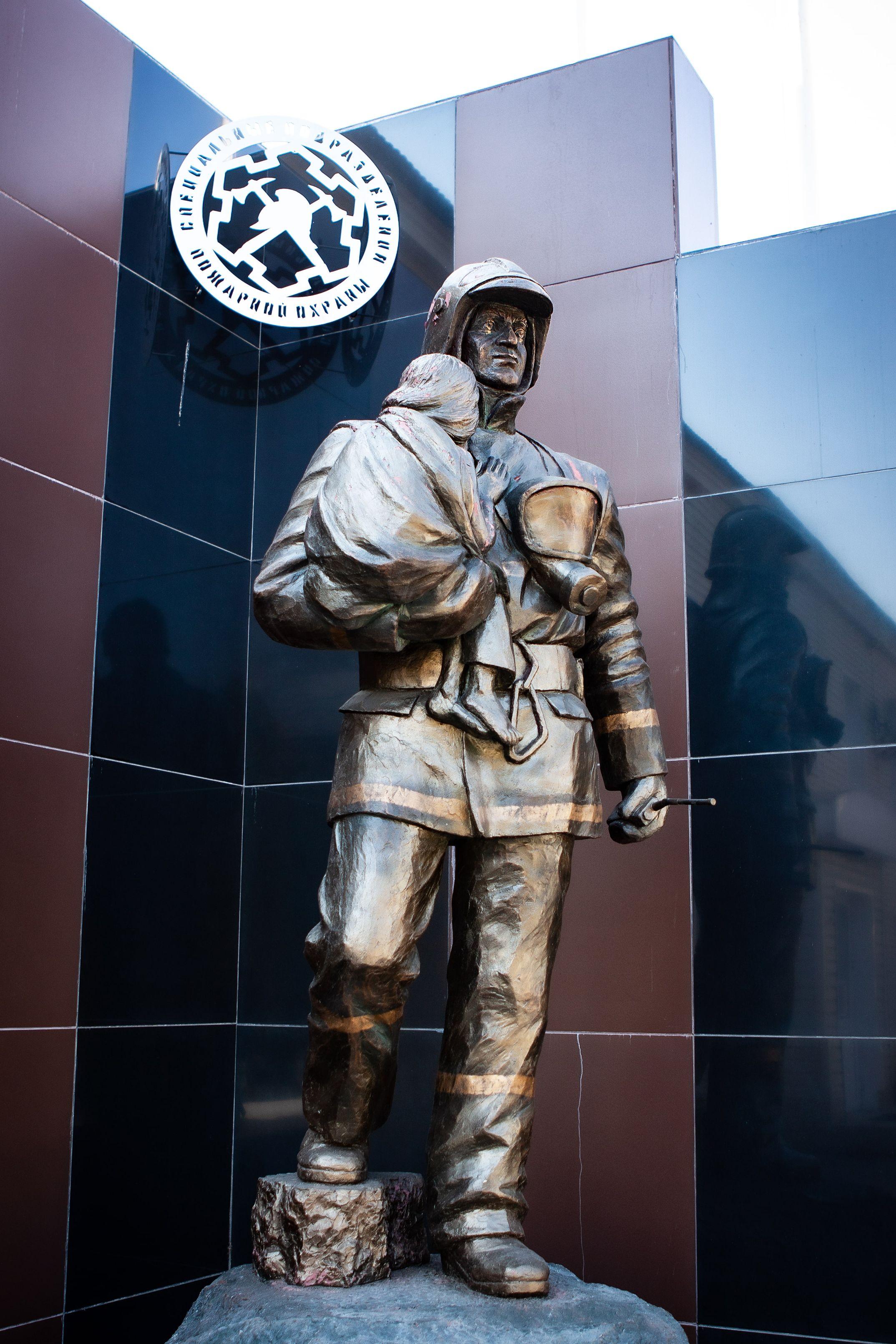 Памятник МЧС
