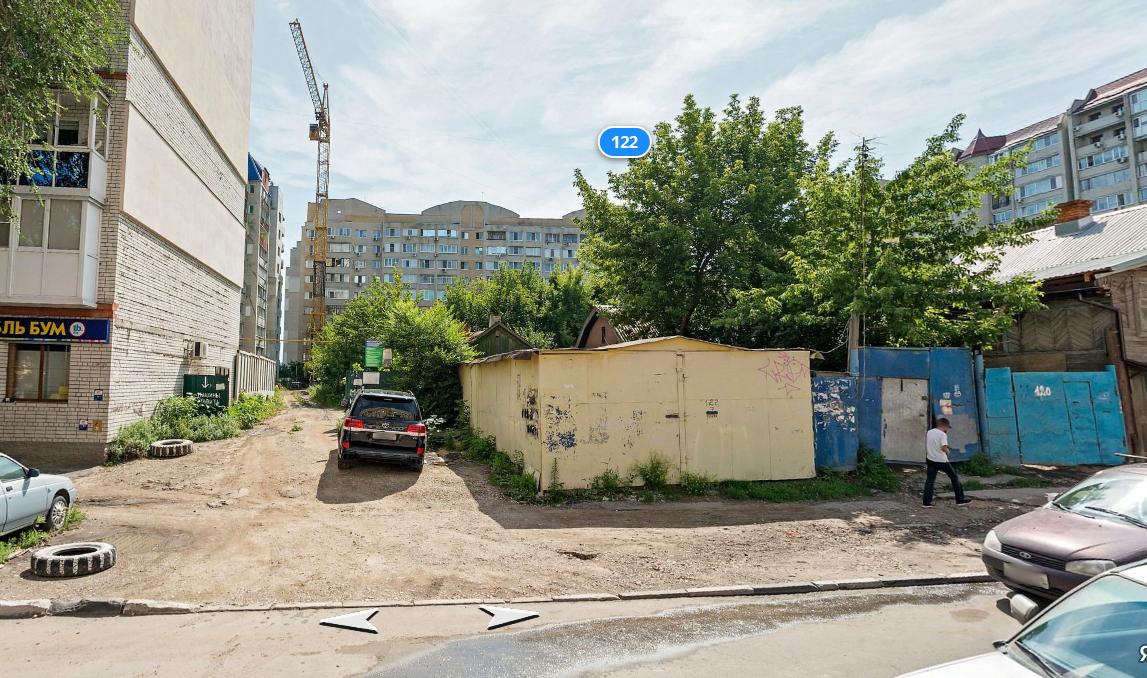 Узенький переулок в Саратове