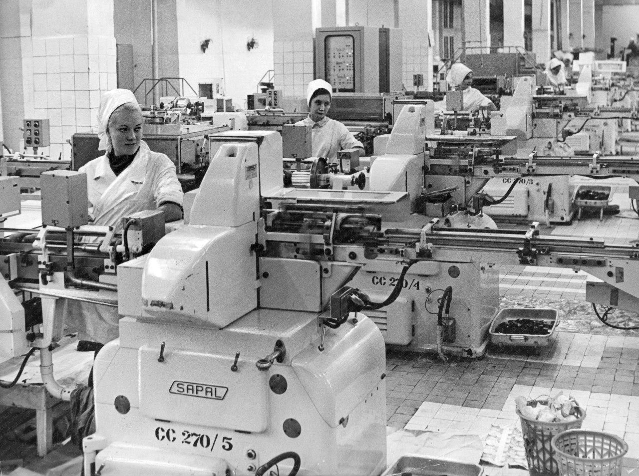 3-Цех-готовой-продукции-автоматика-по-изготовлению-шоколадно-помадной-продукции-шоколадной-фабрики.