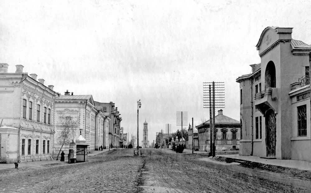 Вид на угол улиц Фрунзе и Красноармейской