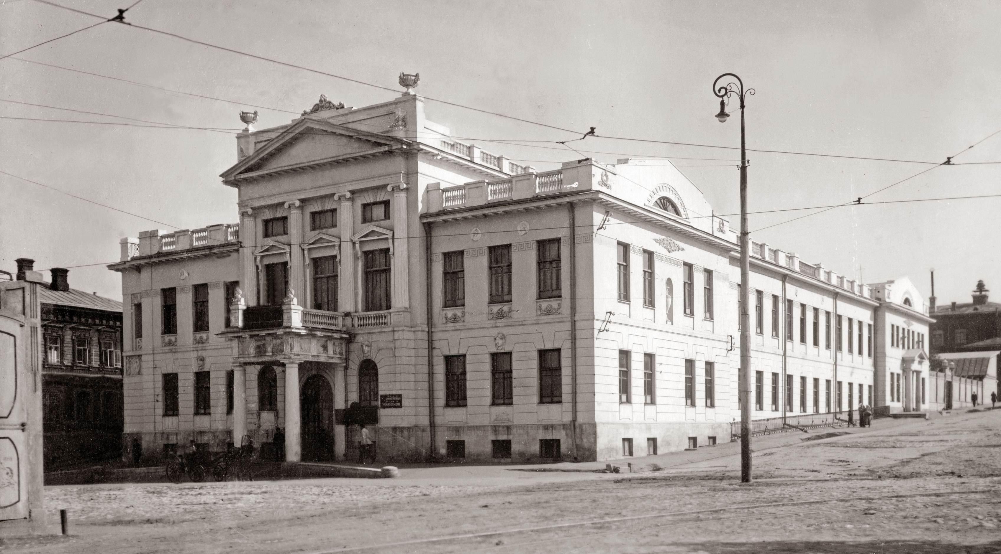 Дом губернатора - Белый дом -- Обком партии