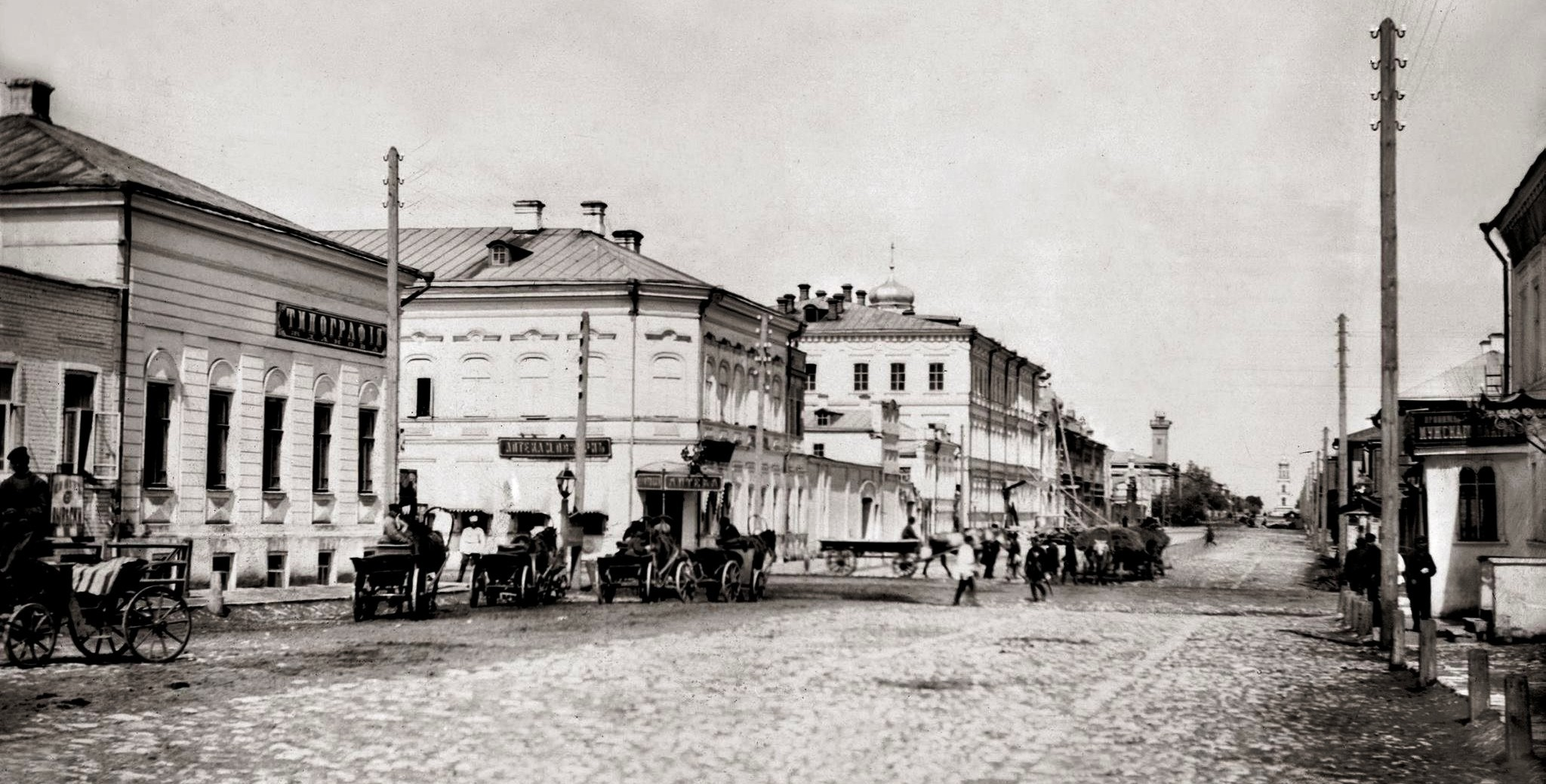 Угол улиц Фрунзе и Ленинградской