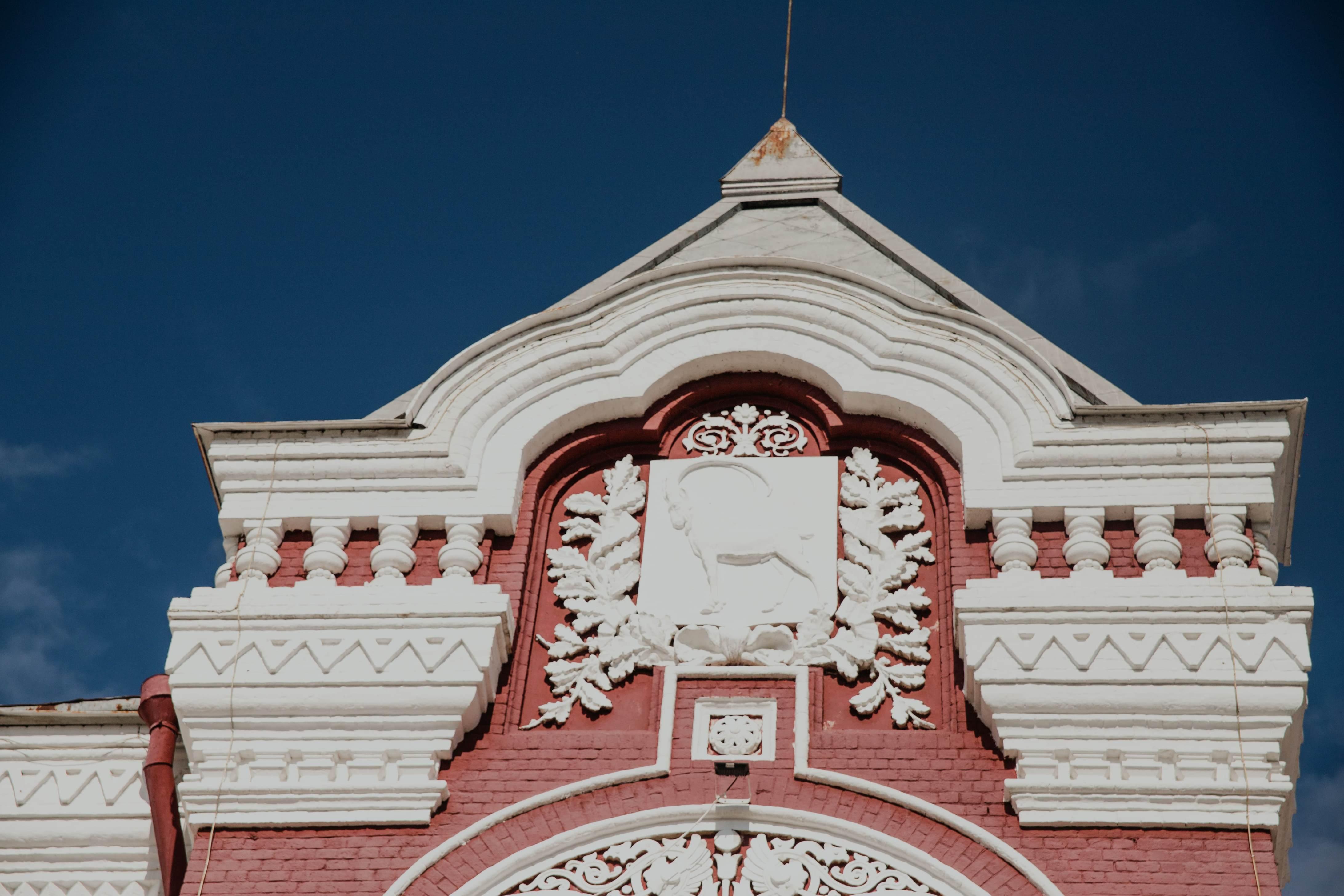 Герб на театре Драмы